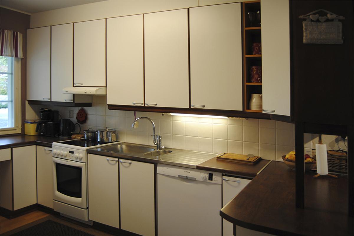 Ennen jälkeen Lapsiperheen keittiöremontti  House2