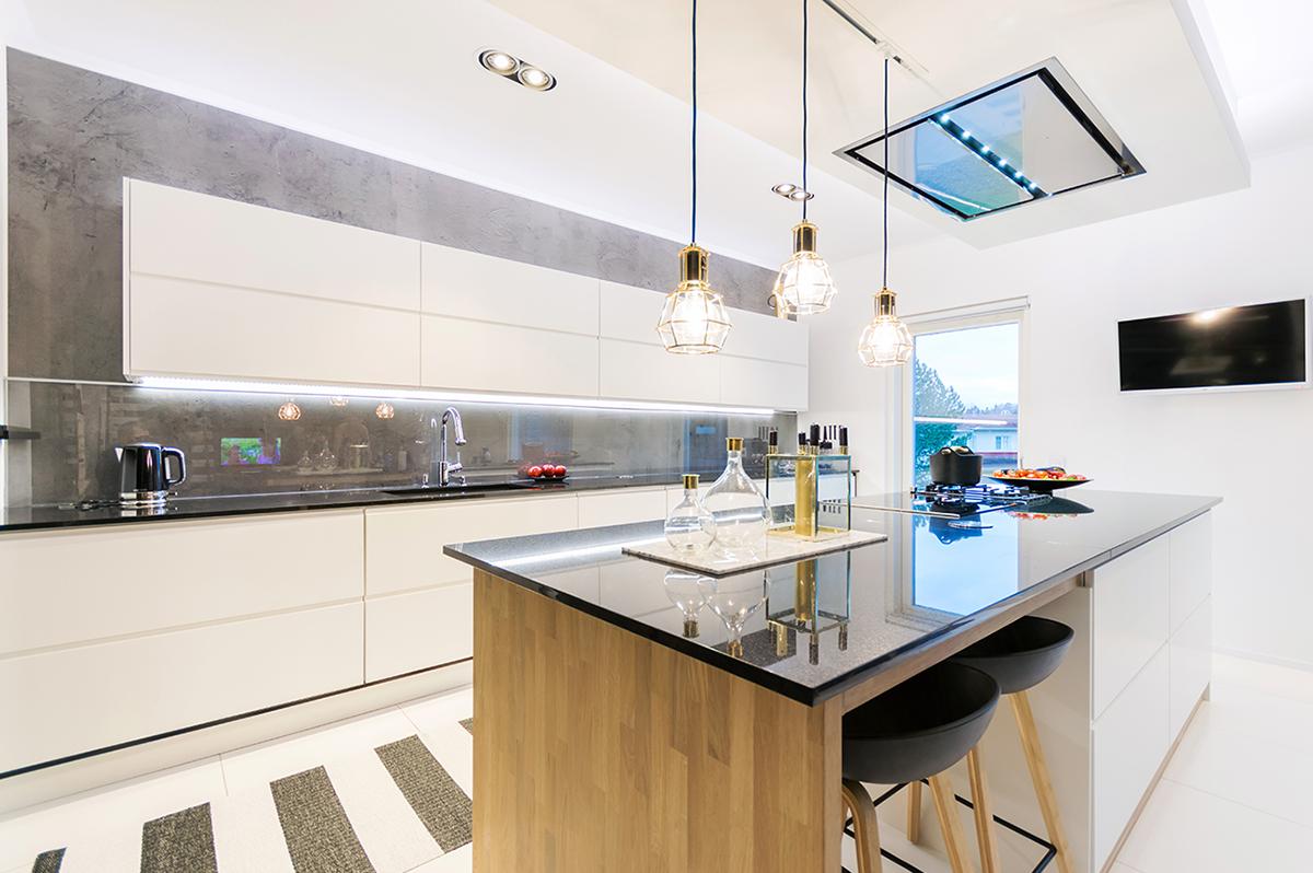 House 2 n toteuttama keittiö Plaza Koti lehdessä  House2